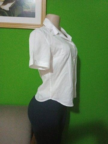 Camisas Femininas Brancas - Tamanho P - Foto 6