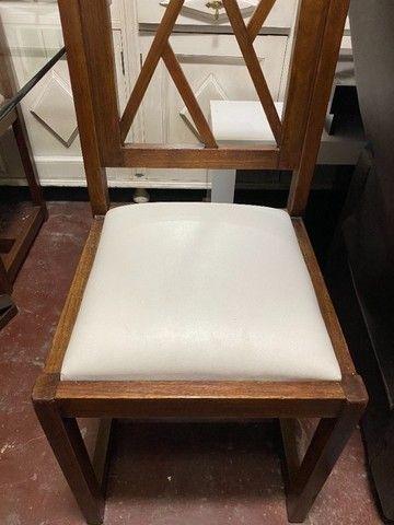 Mesa de jantar seminova com 4 lugares, madeira maciça - Foto 4