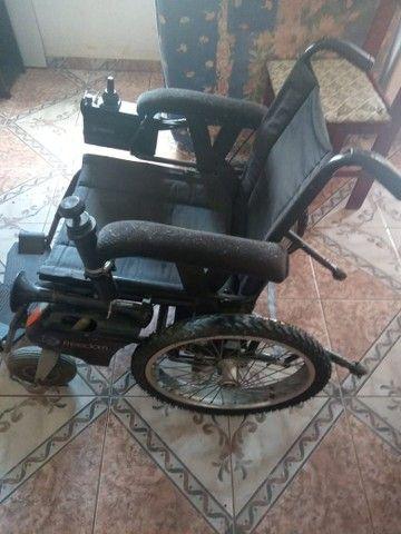 Vende - se uma cadeira de rodas motorizada  - Foto 4