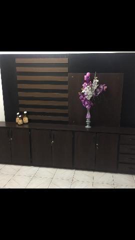 Painel e armário de madeira pra escritório