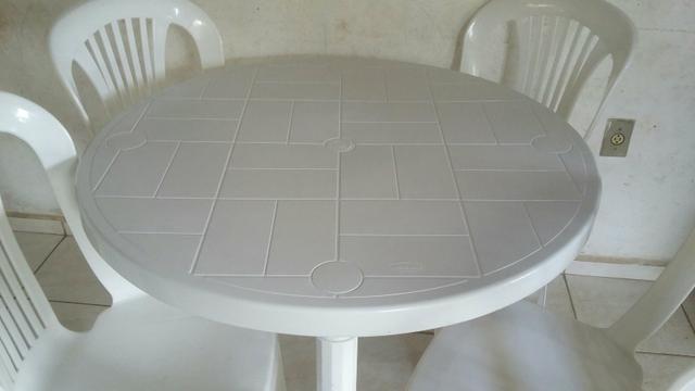 Conjunto de mesa redonda com 4 cadeiras