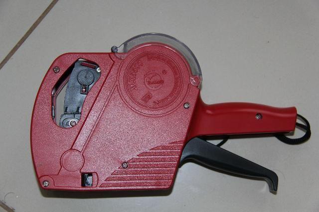 Etiquetadora de preço vermelha novinha