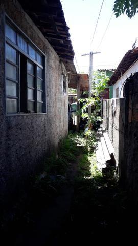 JD GUANABARA 1, casa com barracão na rua Anápolis