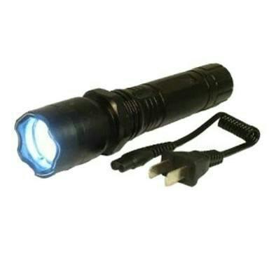 Lanterna tática com bateria recarregável. entrega Grátis