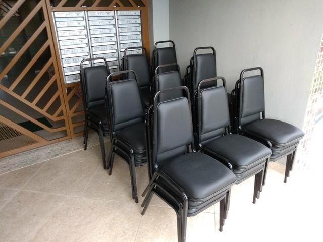 Cadeiras de auditório/formatura e equipamentos
