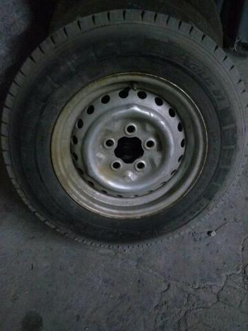 Pneu e rodas de Kombi