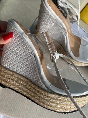 Sandália plataforma com amarração no tornozelo linda! - Foto 3