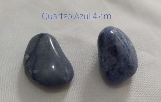Vende-se 2 Pedras Roladas Quartzo Azul.