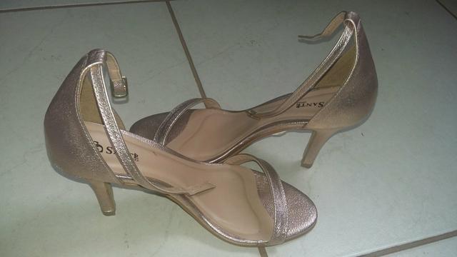 Vendo sandália da marca santê usada uma única vez numeração 37