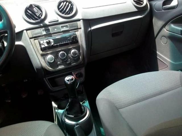 Troco voyage em carro financiado mais novo - Foto 3