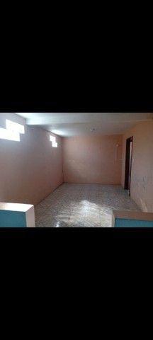 Aluga-se 2 casa no pátio,  bem grande e um salão  - Foto 3