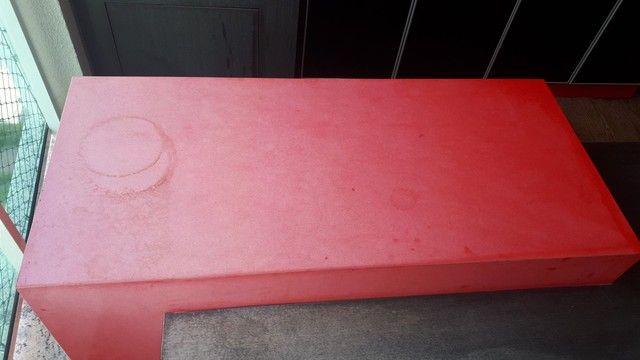 Mesa com bancada em quartzo