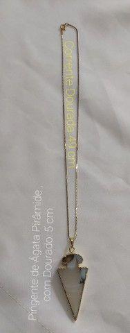 Vende-se Corrente Dourada com Pingente de Ágata Pirâmide com borda Dourada.