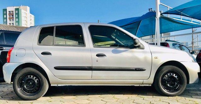 Clio 4P Básico com baixo km