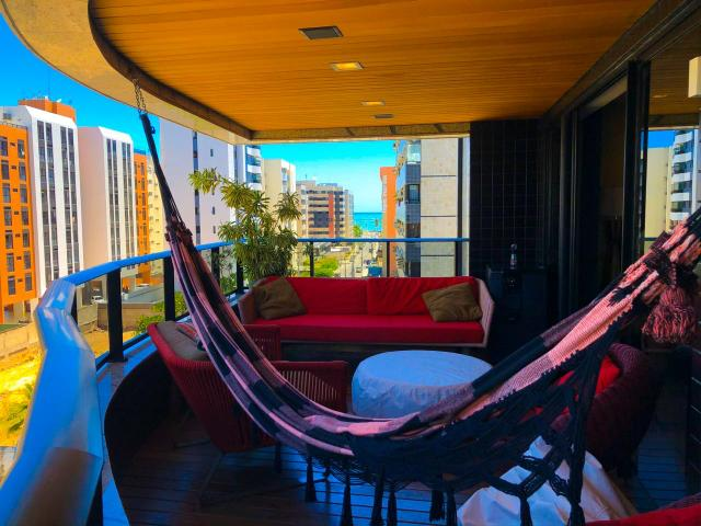 Lindo Apartamento na Ponta Verde com 180m em 3 suítes e 3 vagas