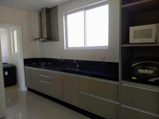 AP2159 Ótimo apartamento,03 suítes,mobiliado,localizado em Meia Praia - Foto 2