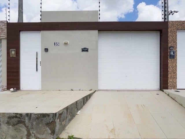 Casa com 03 quartos e fino acabamento no bairro Luiz Gonzaga