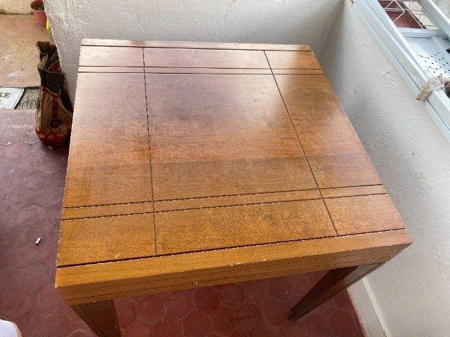 Mesa expansível de madeira com 4 cadeiras - Foto 2