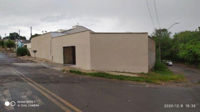 Casa 3q sendo 2 suítes 4 banheiros - Foto 2