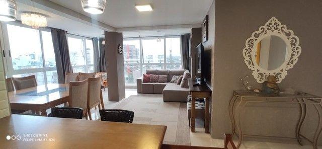 Apartamento 2 dormitórios perto do mar e centro - Foto 14