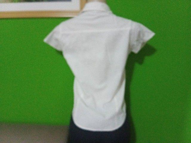 Camisas Femininas Brancas - Tamanho P - Foto 3