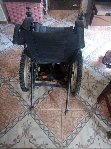 Vende - se uma cadeira de rodas motorizada  - Foto 3