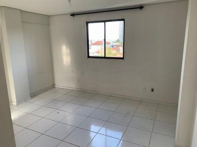 apartamento com cozinha projetada no alto branco - Foto 9