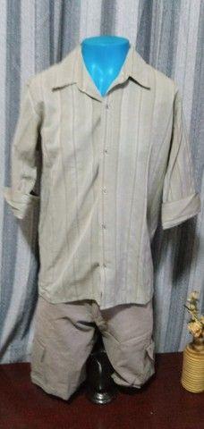 Camisa masculina, manga 3/4, em tecido leve - M