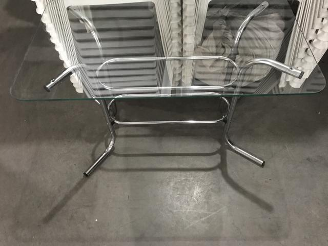 Mesa cromada com tampo de vidro