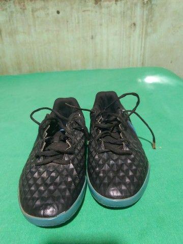 Desapegor sapato de dois sapatos de futsal e um de campo os três da Nike original - Foto 3