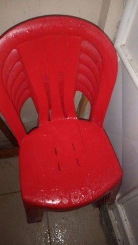 Vendo, total de 9 cadeiras plásticas - Foto 3