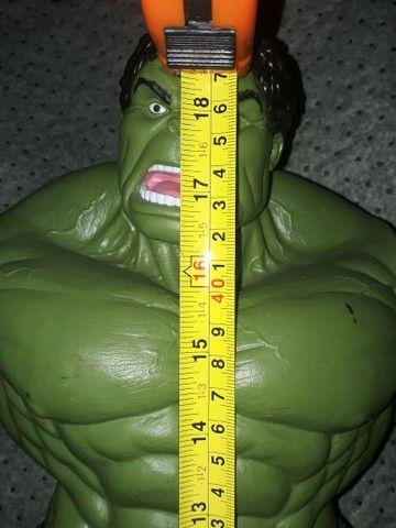 Boneco Hulk Verde versão 1945 Premium Gigante  - Foto 4