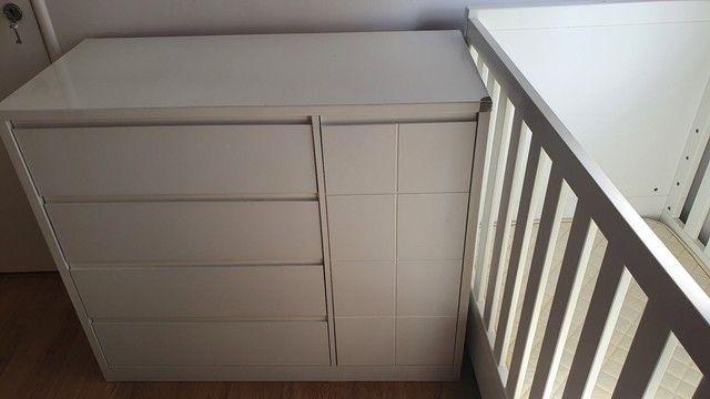 Vendo kit com berço, colchão, cômoda Alegrini Baby e prateleira  - Foto 3