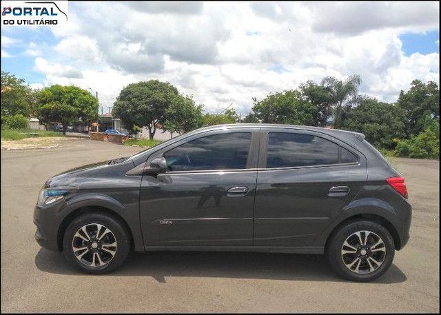 Chevrolet Onix Hatch LT - 2016 - Cinza, 1.4 Flex, Único Dono, Baixíssimo Km !! - Foto 8