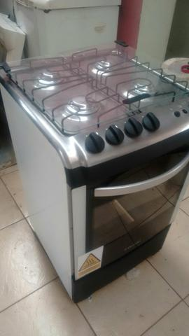 Vendo fogão funcionamento ótimo forno e bocas faço entrega