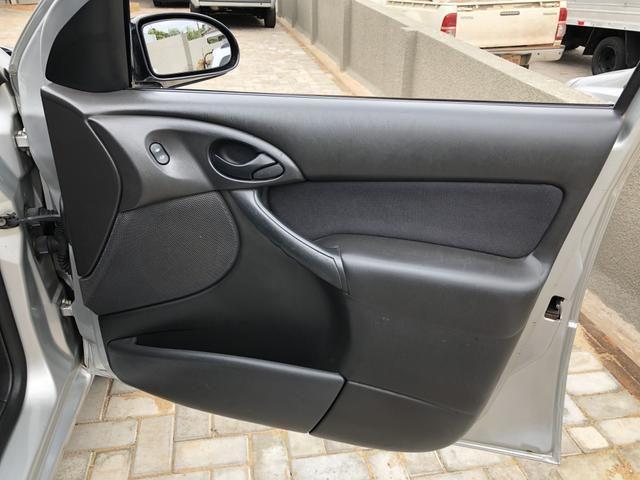 Focus sedan 1.6 completo 2004 - Foto 12