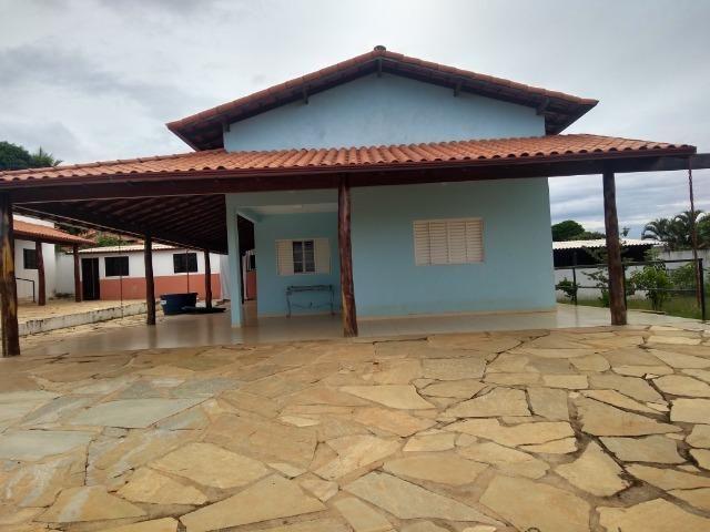 Allmeida vende bela casa com três quartos no Condomínio Mansões Entre Lagos - Foto 3