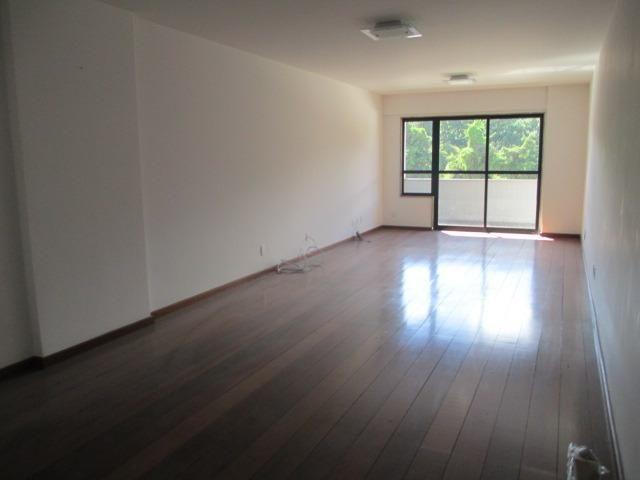 Amplo apartamento de três quartos em área nobre de Teresópolis
