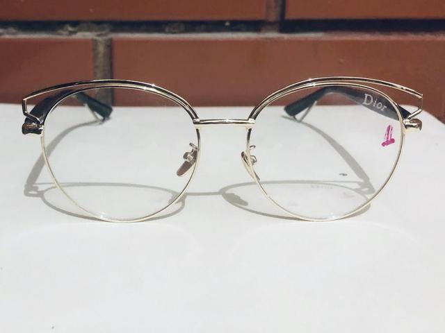 4d747ff271ab1 Óculos lindo de marca!! DIOR!!! Original!! Em perfeito estado ...