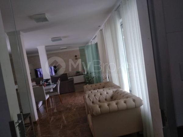 Casa sobrado com 5 quartos na Vila Santa Helena em Goiânia - Foto 2