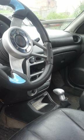 Vendo ou troco carro possui 800 reais de doc - Foto 4