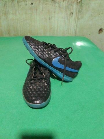 Desapegor sapato de dois sapatos de futsal e um de campo os três da Nike original - Foto 4