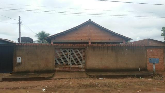 Vende esta casa a 100 metros da Av.Amador Dos Reis