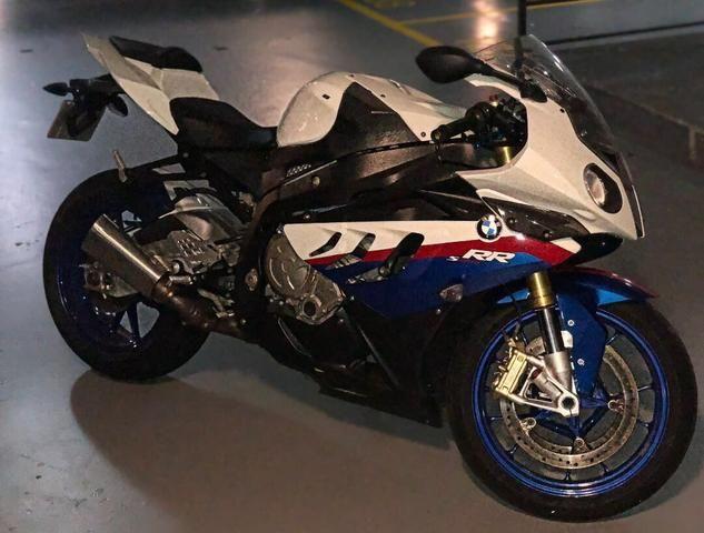 BMW S1000RR 2011, muito conservada!!! Nunca caiu. Sem detalhes! Não aceito troca!!