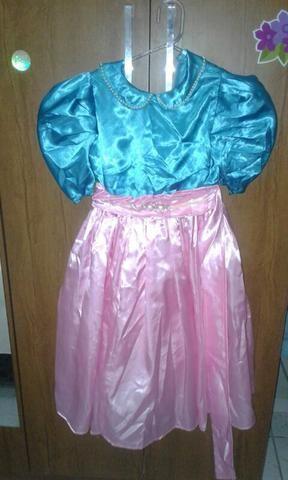 Vestido de princesa bem conservado