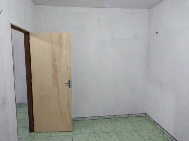 Aluga-se uma casa nos fundos - Foto 4