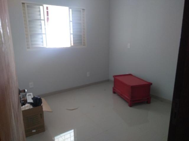 Allmeida vende bela casa com três quartos no Condomínio Mansões Entre Lagos - Foto 13