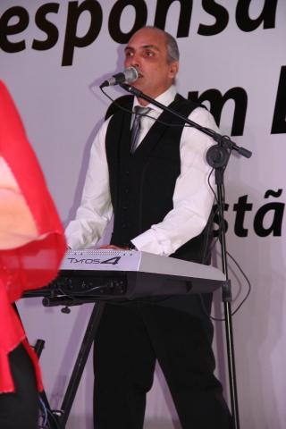 Cantor Italiano - Festa terceira idade - Reveillon Telão Iluminação - - Foto 2