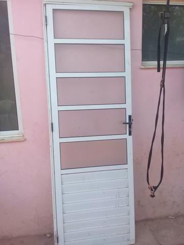 Duas porta por 100,00