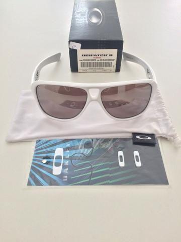 a24472ec6c824 Vendo Oakley Dispatch II Branco C  lentes polarizadas novo ...